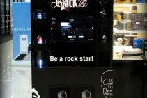 Tótem interactivo con presentación de perfume Black XS
