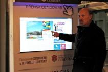 Tótem interactivo táctil utilizado por Ministro Lawson_diapositiva